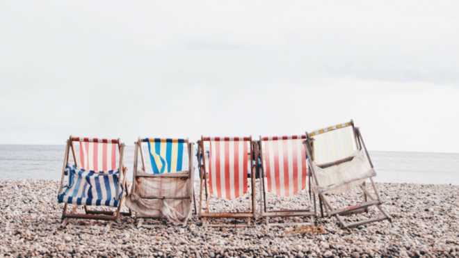 Gestire i social durante l'estate: sì o no?